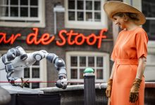 3D-printed bridge in red light district opened by Dutch Queen with robot arm