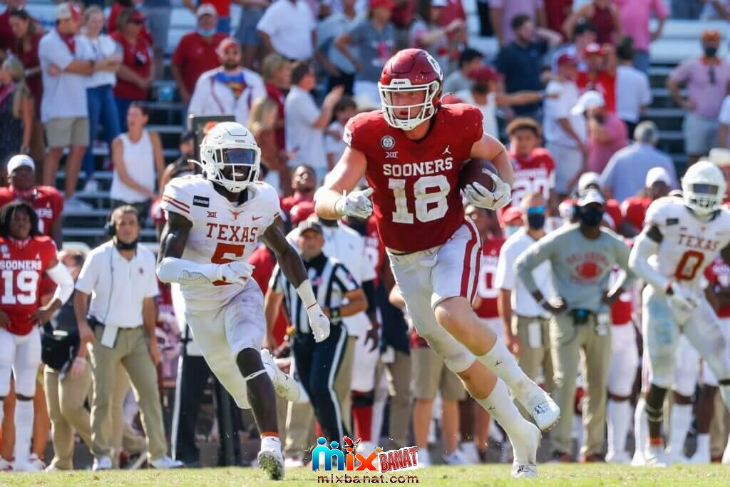 Oct 10, 2020; Dallas, Texas, USA; Oklahoma Sooners running back Austin Stogner (18) is chased by Texas Longhorns defensive back D
